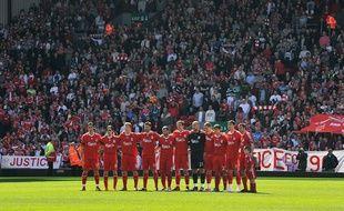 L'équipe de Liverpool devant son Kop, le 11 avril 2009