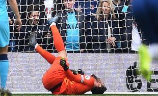 Le gardien français  de Tottenham,Hugo Lloris au sol après sa blessure contre Brighton en Premier League le 5 octobre 2019.