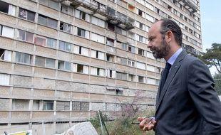 Edouard Philippe lors d'une visite à la cité Kalliste