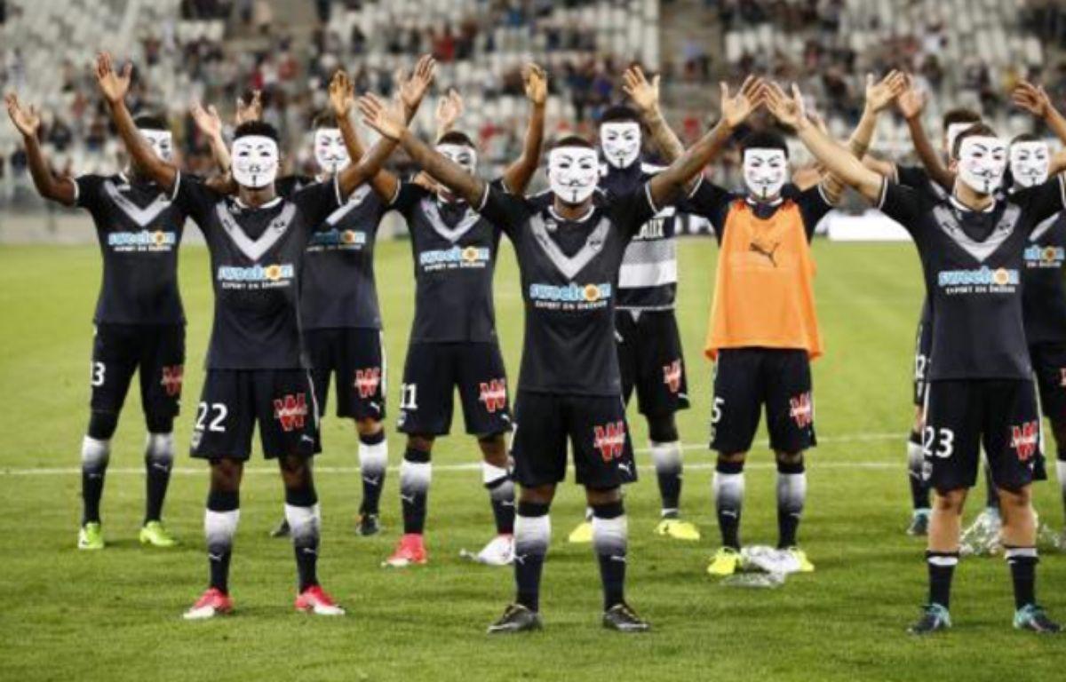 Les joueurs bordelais avec des masques d'Anonymous après leur victoire contre Metz, le 12 août 2017.  – N.Luttiau