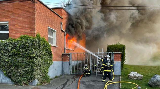 Une école brûlée et des pompiers visés par des mortiers d'artifice à Lille