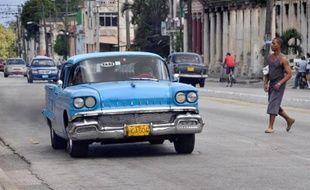Dominé par les belles américaines des années 50 et les antiques Lada de l'ère soviétique, le parc automobile cubain se prépare à une cure de jouvence avec l'autorisation d'importation de véhicules annoncée jeudi par le régime communiste.