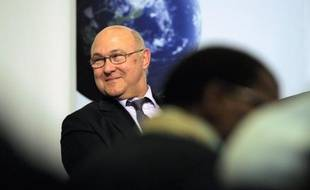 """Le député PS Michel Sapin, proche de François Hollande, a jugé vendredi qu'""""on a fait trop peu, on a fait trop tard et on a fait sans suffisamment de considération"""" pour la Grèce, à propos du plan de sauvetage de ce pays."""