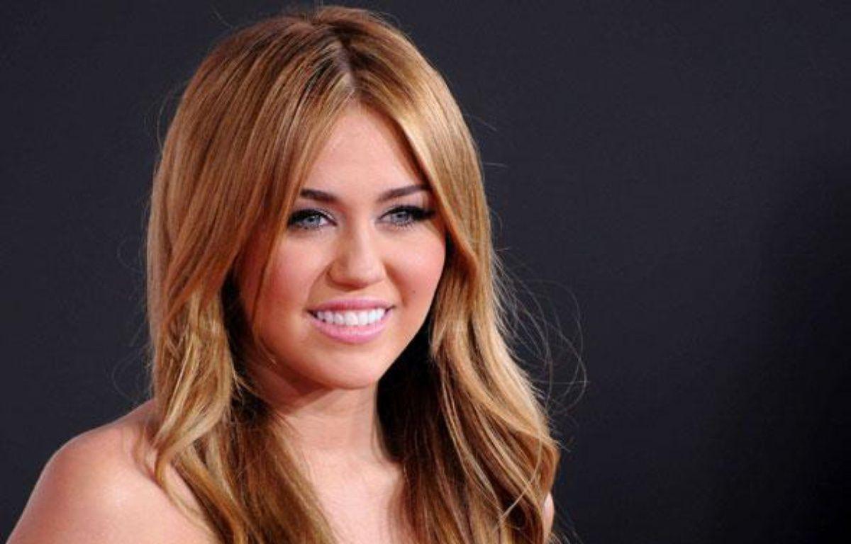 Miley Cyrus, lors des American Music Awards le 21 novembre 2010 à Los Angeles.  – Byron Purvis/AdMedia/Sipa