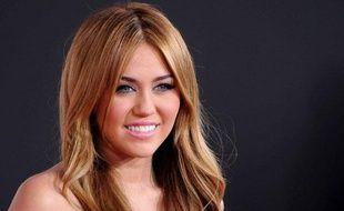 Miley Cyrus, lors des American Music Awards le 21 novembre 2010 à Los Angeles.