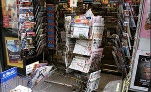 La Tribune et la Croix ont fait leur apparition dans les kiosques lundi sous un nouveau visage, un an après les nouvelles formules lancées par Le Monde, le Figaro et l'Humanité.