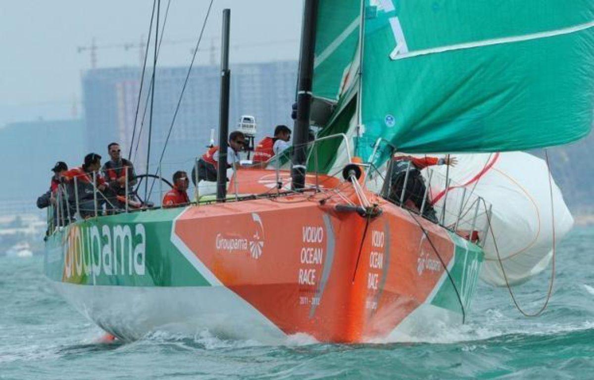 Le voilier français Groupama 4, qui effectuait une course magnifique dans la 5e étape de la Volvo Ocean Race, a à son tour payé mercredi un lourd tribut à la mer, démâtant dans l'Atlantique sud à environ 48 heures de l'arrivée au Brésil. – Mark Ralston afp.com