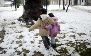 Une vague de froid touchait jeudi le Proche-Orient, où deux enfants syriens sont morts d'hypothermie selon l'opposition, les intempéries provoquant des fermetures d'écoles et aggravant les conditions de vie des réfugiés syriens, notamment au Liban.