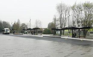La gare routière de Pont-de-Bois, à Villeneuve d'Ascq, désespérément vide.