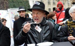 Un «air» pique-nique à Paris organisé par le Secours Populaire le 21 novembre 2012 pour défendre l'aide alimentaire européenne