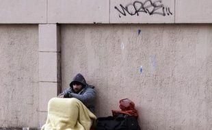 Le taux de pauvreté a légèrement baissé en 2013 en France pour s'établir à 14% de la population, contre 14,3% un an plus tôt