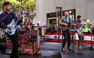 Coldplay joue sur le plateau de l'émission «Today» de NBC News, le 21 octobre 2011.