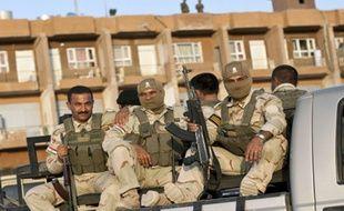 Des troupes kurdes à l'arrière d'un camion à Jalawla , ville tombée ce lundi entre les mains des djihadistes…