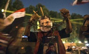 La commission d'experts nommée par le président par intérim Adly Mansour a tenu dimanche sa première réunion pour proposer des amendements à la Constitution, suspendue après l'éviction du président Mohamed Morsi, dont les partisans ont appelé à de nouvelles manifestations.