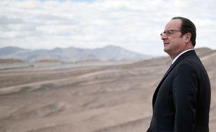Pendant que les sympathisants de gauche étaient appelés aux urnes pour le premier tour de la primaire de la gauche, François Hollande, lui, se trouvait dans le désert d'Atacama au Chili pour visiter une centrale photovoltaïque d'EDF.