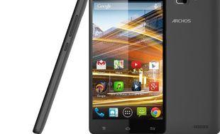 Le 50 Neon d'Archos est un smartphone quadcore de 5 pouces vendu moins de 100 euros.