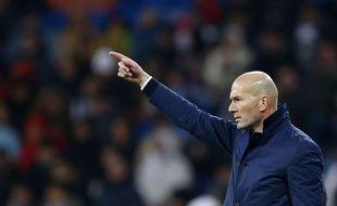 Zinédine Zidane sur le banc du Real Madrid en février 2017.