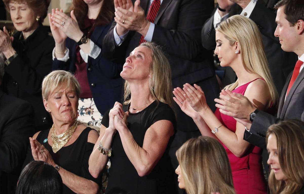 Carryn Owens, la veuve du soldat Ryan Owens, lors du discours de Donald Trump devant le Congrès, le 28 février 2017. – Pablo Martinez Monsivais/AP/SIPA