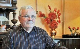 Gérard Dellac conserve de son passé de vétéran des souvenirs, des médailles... et un cancer. Son histoire est racontée dans une BD.