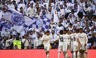 Les joueurs du Real en pleine communion avec leurs supporters