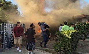 Capture d'écran d'une vidéo YouTube montrant le sauvetage d'un homme par un inconnu à Fresno, en Californie.
