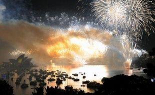 Les îles du Pacifique du Sud et la Nouvelle-Zélande ont été les premiers pays de la planète à célébrer la nouvelle année 2012, suivis de l'Australie où un feu d'artifice spectaculaire a illuminé au douzième coup de minuit la baie de Sydney.