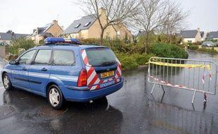 Une femme est soupçonnée d'avoir mortellement poignardé vendredi un de ses trois enfants, âgé de 6 ans et demi, et grièvement blessé un second, dans le pavillon familial à Plougastel-Daoulas (Finistère).