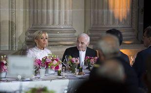 Charles Aznavour et Brigitte Macron lors d'un dîner à l'Elysée le 12 septembre 2018