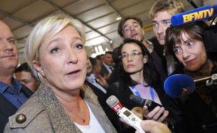 Marine Le Pen a visité jeudi le Sommet de l'élevage, à Cournon (Puy-de-Dôme), occasion pour elle de soigner ses relations avec le monde rural, même si certains professionnels se sont montrés sceptiques face à son discours contre l'Union européenne et la PAC.