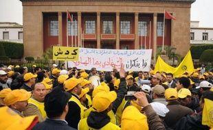 """Plusieurs milliers de personnes ont manifesté dimanche à Rabat """"pour l'ensemble des droits et des libertés"""", affichant leur mécontentement à l'égard du gouvernement islamiste, à l'appel notamment de deux organisations syndicales, a constaté un photographe de l'AFP."""