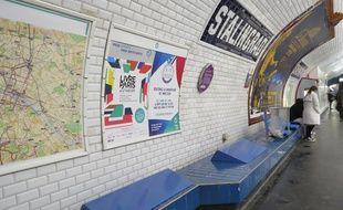 Les nouveaux bancs installés par la RATP à la station Stalingrad