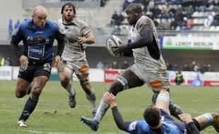 Le troisième ligne de Castres Ibrahim Diarra lors d'un match de Top 14 à Montpellier, le 9 janvier 2010.