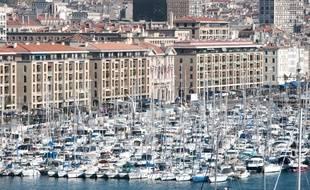 Vue du vieux port de Marseille avec la mairie
