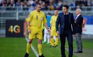 Freddy Fautrel à côté de Rémi Garde lors de Lyon-Monaco, le 16 mars 2014, à Gerland.