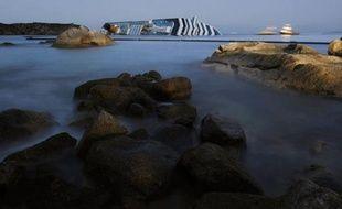 L'exploration en profondeur de l'épave du Concordia a pu recommencer samedi à l'aube, une semaine après le naufrage du paquebot de croisière qui a fait 11 morts, mais l'espoir de retrouver des rescapés est désormais réduit au minimum, selon les garde-côtes.