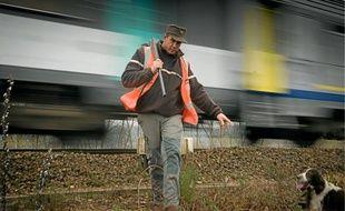 Les lapins de garenne qui vivent aux abords des voies ferrées sont chassés au furet pour prévenir les dégradations.