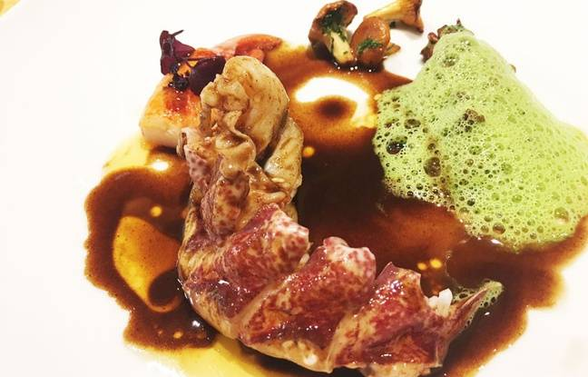 Demi homard bleu en vapeur de sel aux aromates, giroles du Médoc, émulsion de persillade, sauce vigneronne iodée, par Philippe Etchebest