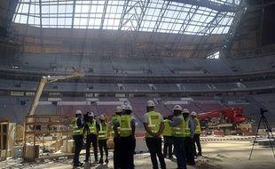 Des ouvriers sur le chantier du stade Al-Bayt Stadium au Qatar.