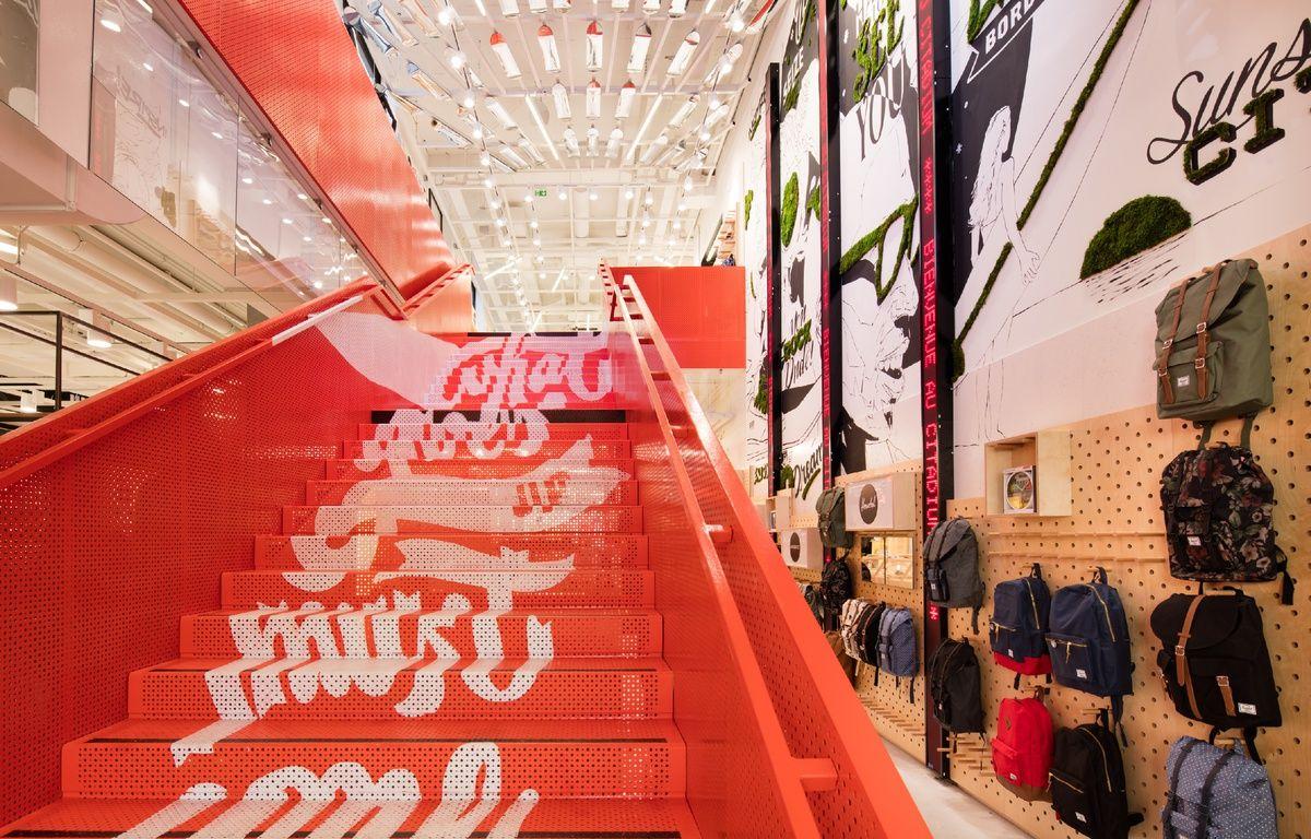 L'escalier central du Citadium de Bordeaux – E.BOUGOT