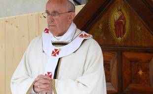 Le pape François a plaidé vendredi à Assise (centre de l'Italie), ville du saint dont il a choisi le nom, en faveur d'une Eglise solidaire avec les personnes marginalisées, et agissant pour la paix, au lendemain de la tragédie de Lampedusa.