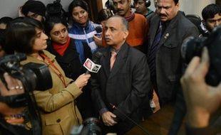 L'Inde a demandé vendredi aux Etats-Unis de rappeler un diplomate de leur ambassade à New Delhi, nouvelle mesure de rétorsion dans une mini-crise diplomatique née de l'arrestation d'une consule indienne à New York qui semblait pourtant en voie de résolution.