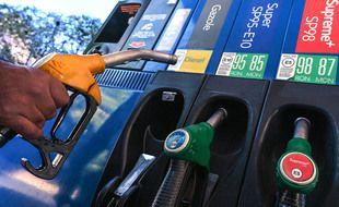 En Guyane, les gendarmes ont débloqué jeudi matin dans le calme les dépôts de carburant, permettant à nouveau le ravitaillement des stations service. (Illustration)