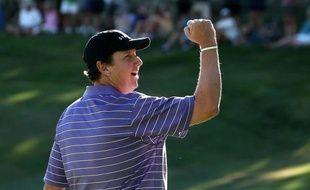 L'Américain J.J. Henry a remporté avec 43 points l'Open de Reno-Tahoe (Nevada), comptant pour le circuit nord-américain de golf, devançant d'une longueur le Brésilien Alexandre Rocha et de six l'Argentin Andres Romero à l'issue du 4e tour disputé dimanche.