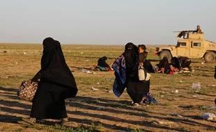Des civils fuyant Baghouz, le dernier bastion de Daesh en Syrie, le 1er mars 2019.