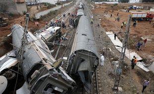 Un accident de train a fait au moins sept morts, mardi 16 octobre, près de Rabat au Maroc.