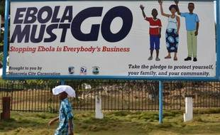 Un panneau de campagne publicitaire promouvant la lutte contre le virus Ebola, le 23 février 2015, à Monrovia