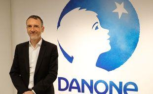 Emmanuel Faber devant le logo de Danone, à Paris le 16 février 2018.