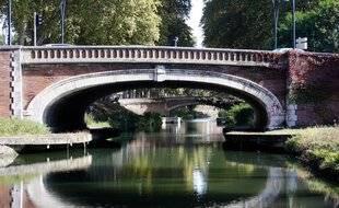 La Canal de Brienne, le long de l'allée de Barcelone.