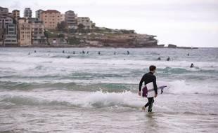 Un surfeur à Sydney en avril 2020 (illustration).
