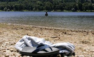 Le lac de Saint-FerréŽol situŽ au pied de la Montagne Noire attire de nombreux touristes pour son cadre agréable.